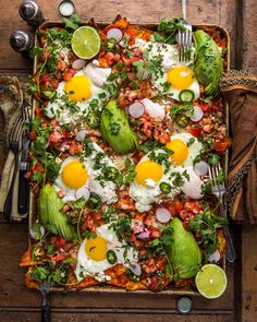 Loaded Red Chilaquiles with Fried Eggs, Fresh Pico, and Chili-Spiked Sour Cream Check out our Savory Recipes board for our favorite food photography, dinner ideas & healthy vegetarian dishes. Brunch Mesa, Breakfast Platter, Party Food Platters, Good Food, Yummy Food, Healthy Food, Paleo Food, Healthy Recipes, Paleo Diet
