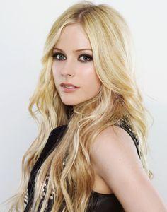 Avril Lavigne   ... Avril Lavigne , nuestra cantante franco-canadiense preferida y desde