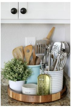 Kitchen Countertop Decor, Home Decor Kitchen, Kitchen Ideas, Kitchen Cabinets, Gray Cabinets, Kitchen Modern, Kitchen Counter Inspiration, Design Kitchen, Kitchen Counter Decorations