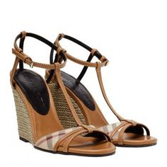 Espadrille Wedges by Burberry - Camelfarbene Espadrille Wedges von Burberry.