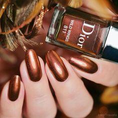 Golden Nails, Nail Polish, Nail Art, Beauty, Enamels, Advertising, Gold Nails, Gold Nail, Nail Polishes