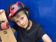 Mon grand Lenny qui vient tout juste d'avoir 8 ans apprend à faire du skateboard. Riding Helmets, Skateboard, Youtube, Fashion, Skateboarding, Moda, Fashion Styles, Fashion Illustrations, Youtubers