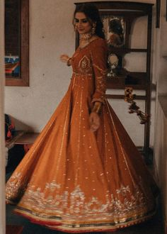 Love Pakistani Gharara And Anarkalis? Pakistani Wedding Outfits, Indian Bridal Outfits, Indian Fashion Dresses, Dress Indian Style, Indian Designer Outfits, Pakistani Dresses, India Fashion, Indian Aesthetic, Saree Look