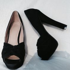 """Suede Peep Toe Platform Pump Heels Sexy heels by Liliana size 7.5 Platformed pumps heels is at 5.5"""" and 1"""" platform worn one time brand new condition Liliana Shoes Platforms"""