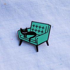 Sieste de chat Badge broche émail par peskimo sur Etsy