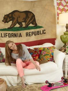 Genevieve rocks the pink AE Jeggings. Neon Pants, Apartment Living, Living Room, California Flag, What A Girl Wants, Winter Fashion Casual, Classy And Fabulous, 5 Years, Dorm Room