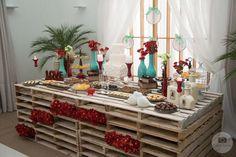 Casamento rústico | Decoração feita com pallets Cake Table, Dessert Table, Crate Seats, Wedding Decorations, Table Decorations, Bridal Shower Rustic, Deco Table, Event Decor, Rustic Decor