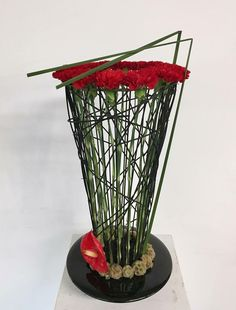 Modern Flower Arrangements, Fall Arrangements, Ikebana, Gregor, Twig Art, Church Flowers, Transparent Design, Simple Flowers, Arte Floral