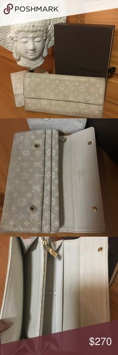 Louis Vuitton Mini Lin Sarah Long 💯 Authentic Louis Vuitton Mini Lin Sarah Long. As with most items in this style has a bit of discoloration and staying on canvas. No holes or tears. Features a 10 card slot holder, a zippered pouch for coins and 2 bill slots. Comes with box NO duster. 😊 date code TH1016 Louis Vuitton Bags Wallets