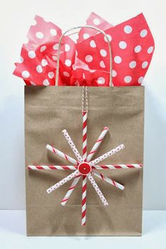 See how to make this Paper Straw Snowflake over at The Crafting Journals.