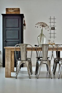 Best Scandinavian Home Design Ideas. 21 Outstanding Interior European Style Ideas That Will Inspire You This Summer – Cosy Interior. Best Scandinavian Home Design Ideas. Dining Room Design, Dining Area, Dining Table, Dining Rooms, Industrial Chair, Vintage Industrial, Industrial Style, Dining Room Inspiration, Interior Inspiration