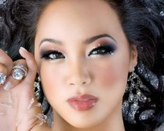 Asian skin is comparatively different from the other skin types. Here we have compiled the list of top 10 best makeup tips for Asian women. Makeup Art, Beauty Makeup, Hair Makeup, Hair Beauty, Makeup Ideas, Makeup Blog, Glam Makeup, Asian Makeup Prom, Asian Makeup Looks