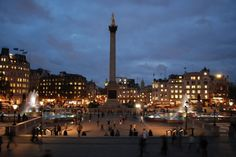 Top 20 things to do in London: Trafalgar Square at night