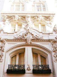 new-orleans-french-quarter-wedding-building-architecture-destination-wedding