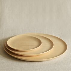 WE WILL SET THE TABLE WITH SOME RUSTIC PLATES! Cara Wood Plate: Remodelista #Anthropologie #PintoWin