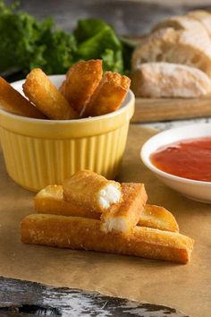 Crispy fries that aren't made of potato - but halloumi cheese instead! They're ridiculously easy to make. Just roll in flour and shallow fry until crispy. So delicious dipped into sweet chili sauce! Greek Recipes, Low Carb Recipes, Vegetarian Recipes, Cooking Recipes, Vegetarian Quotes, Slimming Recipes, Meal Recipes, Recipes Dinner, Veggie Recipes