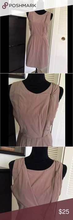 Forever21 short summer tan dress with front zipper This is a pre owned dress by Forever 21. It's perfect for this season. Short length, Dusty tan color. It has a diagonal zipper at the front and an open back with a button. It's size medium. Forever 21 Dresses Mini