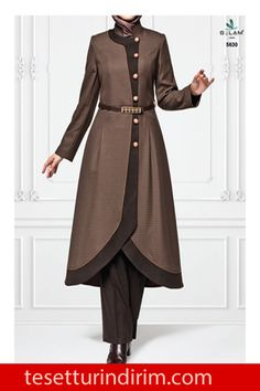 Selam Giyim 2015 Kışlık Tesettür Giyim Modelleri  #2015tesetturgiyimmodelleri #buyukbedentesetturgiyim #selamgiyim #selamgiyim2015 #selamgiyimbuyukbeden #selamgiyimkap #selamgiyimmanto #selamgiyimpardesu #tesetturgiyimmodasi Batik Fashion, Hijab Fashion, Holiday Crochet Patterns, Modern Hijab, Modest Outfits, Western Wear, Wardrobes, Gowns, Clothes For Women