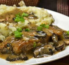Slow Cooker - Pork Chops with Caramelized Onion-Mushroom Sauce. Pork Chop Recipes, Meat Recipes, Slow Cooker Recipes, Crockpot Recipes, Cooking Recipes, Recipies, Mushroom Pork Chops, Mushroom Sauce, Mushroom Gravy