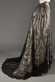 Buy online, view images and see past prices for BLACK CHANTILLY LACE SKIRT, EARLY C. Invaluable is the world's largest marketplace for art, antiques, and collectibles. Belle Epoque, Edwardian Fashion, Vintage Fashion, Edwardian Clothing, Hallowen Costume, Costume Ideas, Costumes, Evening Skirts, 20th Century Fashion