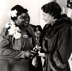 Hattie McDaniel and her Oscar, 1939