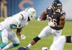 Paul Michna/pmichna@dailyherald.com Chicago Bears running back Jeremy Langford moves the ball during the Miami Dolphins vs. the Chicago Bears game Thursday in Chicago.