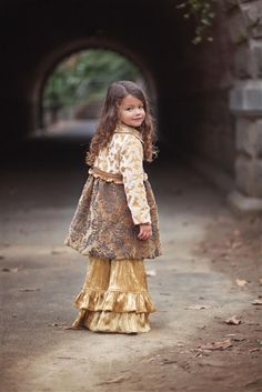 Ruffles & layers how adorable is that!~ :)