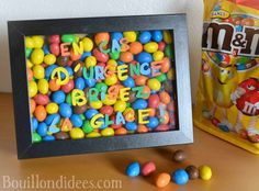 "Geschenk - Une idée de cadeau à bricoler : un cadre rempli de M&M& ""Brisez la glace . Mom Birthday Gift, Birthday Presents, Diy Cadeau Noel, Presents For Boyfriend, In Case Of Emergency, Candy Gifts, All Gifts, Secret Santa, Craft Gifts"