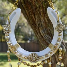 Best 12 Horseshoe Crystal and beaded Suncatcher Horseshoe Art-Horse Horseshoe Projects, Horseshoe Crafts, Lucky Horseshoe, Horseshoe Art, Horseshoe Ideas, Horseshoe Wreath, Metal Art Projects, Welding Projects, Crystal Centerpieces