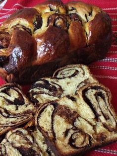 Cocoa braided cake (without kneading) – Pastry World Romanian Desserts, Romanian Food, Baking Recipes, Cake Recipes, Dessert Recipes, Pastry And Bakery, Recipes From Heaven, Cata, Sweet Cakes
