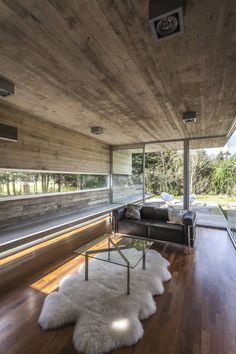 Torcuato House Pavilion is an architectural project completed this year by Besonias Almeida Arquitectos in Buenos Aires, Argentina. Contemporary Architecture, Interior Architecture, Futuristic Architecture, Exterior Design, Interior And Exterior, Beton Design, Concrete Houses, Home Design Plans, Minimalist Home