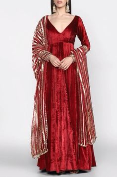 Customisation is available according to your demand in affordable prices. Buy Designer Collection Online or Call/ WhatsApp us on : Pakistani Dress Design, Pakistani Dresses, Indian Dresses, Indian Wedding Outfits, Indian Outfits, Traditional Fashion, Traditional Dresses, Indian Designer Outfits, Designer Dresses