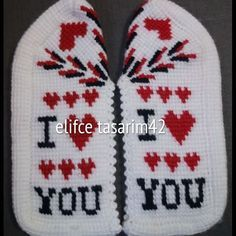 This Pin Was Discovered By Fer - Diy Crafts - Marecipe Diy Crafts Images, Knitted Slippers, Crochet Baby Booties, Tunisian Crochet, Moda Emo, Knitting Socks, Piercings, Rolling Pin, Cross Stitch