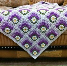 Discover thousands of images about Crochet motif chart patterncrochet square pattern Crochet Bedspread Patterns Part 17 - Beautiful Crochet Patterns and Knitting Patterns - Crochet Bedspread Patterns Part Granny Square Rose SThis Pin was di Crochet Bedspread Pattern, Crochet Squares Afghan, Crochet Quilt, Granny Square Crochet Pattern, Afghan Crochet Patterns, Crochet Granny, Crochet Motif, Granny Squares, Knitting Patterns