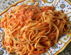Homemade pasta is one of Lidia Bastianich's specialities. Bring the taste of I. - O sole mio - Pasta Lidia's Recipes, Pasta Sauce Recipes, Great Recipes, Cooking Recipes, Favorite Recipes, Pasta Sauces, Italian Pasta, Italian Dishes, Italian Recipes