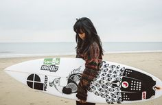 This Woman Draws Original Art On Surfboards - And They Look Truly Amazing - Mpora
