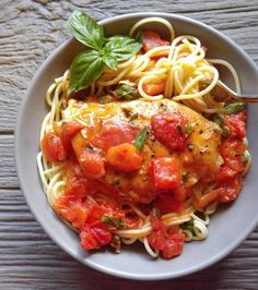 Basic garlic chicken in a buttery tomato sauce