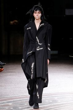 Yohji Yamamoto Spring 2017 Ready-to-Wear Collection Photos - Vogue