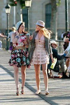5 Shows You Should Watch For Style Inspiration Street Look, Street Style Looks, Timeless Series, The Carrie Diaries, Celebrity Style Inspiration, Fashion Inspiration, Short Suit, Bold Stripes, Parisian Chic
