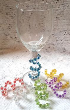 Wine Charms - Make Your Right Wine Decisions Using Expert Tips Wine Glass Markers, Wine Glass Crafts, Wine Bottle Crafts, Wire Crafts, Bead Crafts, Diy And Crafts, Wine Cork Projects, Homemade Christmas Gifts, Wine Charms