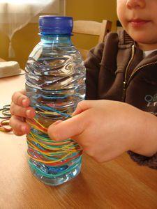 Élastiques sur bouteille