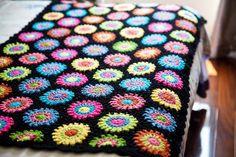 ハンドメイドかぎ針編み お花 モチーフ ひざ掛け❁ 夜空❁手作り/編み物/ 鍵編み|その他インテリア雑貨|TxT|ハンドメイド通販・販売のCreema