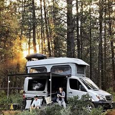 #PNW van bliss in Bend, OR with @jake_and_amanda. #openroadworld #coloradocampervan