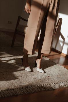 OUTFIT: Petite Studio New York & Vintage Prada – fashion editorial layout Monochrome Fashion, Trendy Fashion, Studio New York, Black And White Pants, Fashion Gone Rouge, Style Blogger, Fashion Magazine Cover, Magazine Covers, Prada