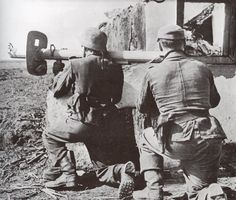 Images: WWI: 100 years and 100 pictures German Soldiers Ww2, German Army, Schreck, Ww2 Weapons, Military Photos, World War One, Historical Pictures, Panzer, Luftwaffe