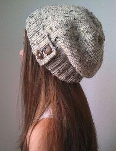 FAIT SUR COMMANDE *** DÉLAI DEXÉCUTION AFFICHÉ EN MAGASIN ANNONCE ICI : www.etsy.com/shop/OfftheStix <<<< Ample. Tricoté avec un fil acrylique très doux. Ce chapeau s'adapte à un adolescent moyen / femme taille tête 22~ 23. Chapeau longueur aprox: 9.5 Quantité de slouch dépend de vos mesures et la forme de la tête. Options de couleur : 1. crème / Ivoire (éco-fil) 2. beige (or - blanc cassé) 3. Lin (blanc cassé presque gris) 4. Heather gris 5. vrai gris ...