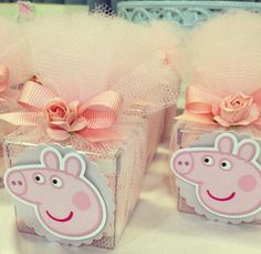 Caixa com tule Pig Birthday, 4th Birthday Parties, Birthday Party Decorations, Party Themes, Pepper Pig Party Ideas, Aniversario Peppa Pig, Cumple Peppa Pig, 1st Birthday Pictures, Baby Party