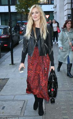 f90ac5d86e5d78 The gorgeous Fearne Cotton wearing a skirt by Kenzo for H M Rock Chic  Outfits