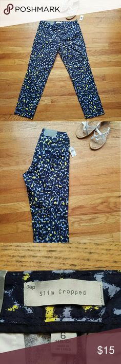 NWT Gap Size 6 Slim Cropped Pants These vibrant cropped pants are sure to add some pizazz to your workday.  Never before worn, and new with tags, they are the perfect way to liven up your day! This fun print is no longer available in stores so get them now, while you still can! GAP Pants Ankle & Cropped