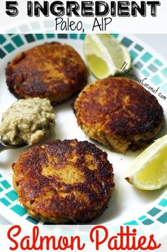 5 Ingredient Salmon Patties (Paleo, AIP, Egg-Free) // TheCuriousCoconut… Source by curiouscoconut Canned Salmon Recipes, Seafood Recipes, Paleo Recipes, Whole Food Recipes, Paleo Meals, Delicious Recipes, Easy Meals, Yummy Food, Fried Salmon